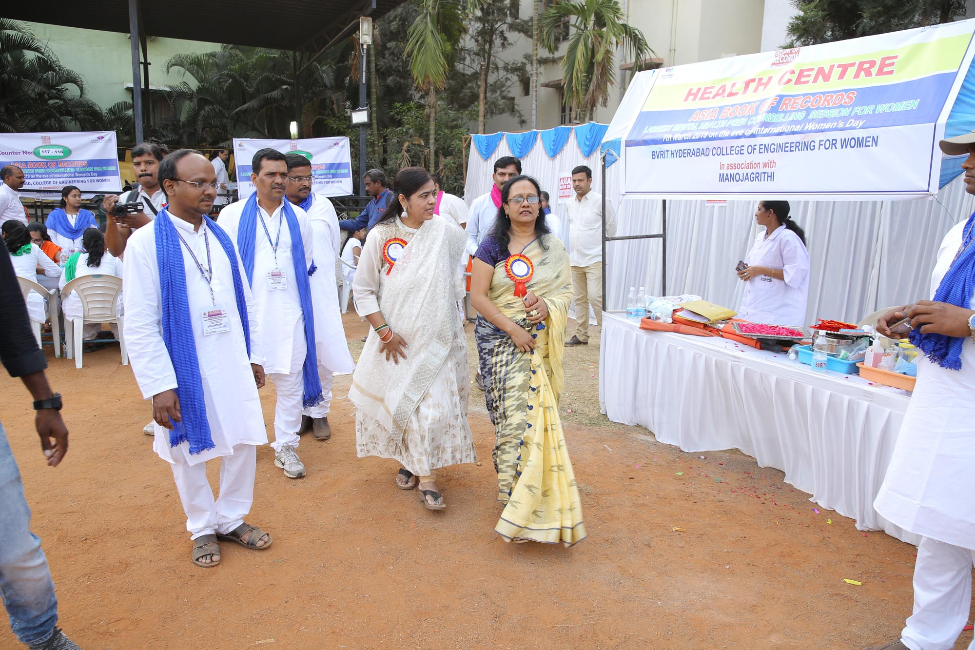 Chief Guest - Dr Vasuda Rani, Adjudicator visiting the counters along with Head of the Depts